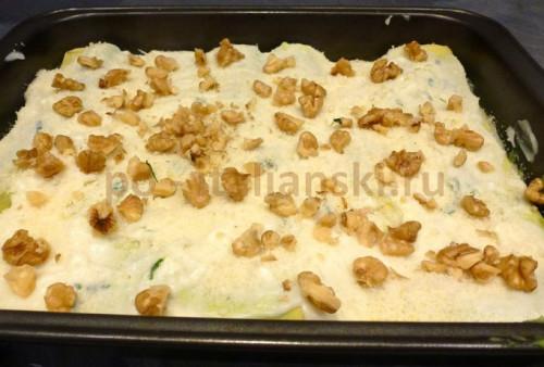 Лазанья с орехами и брокколи