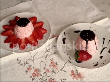 Десерт из йогурта и клубники