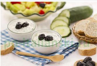 Cоус из йогурта и огурцов