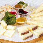 «Собираем» сырную тарелку