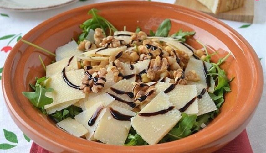 vkusnyj-salat-iz-rukkoly-1