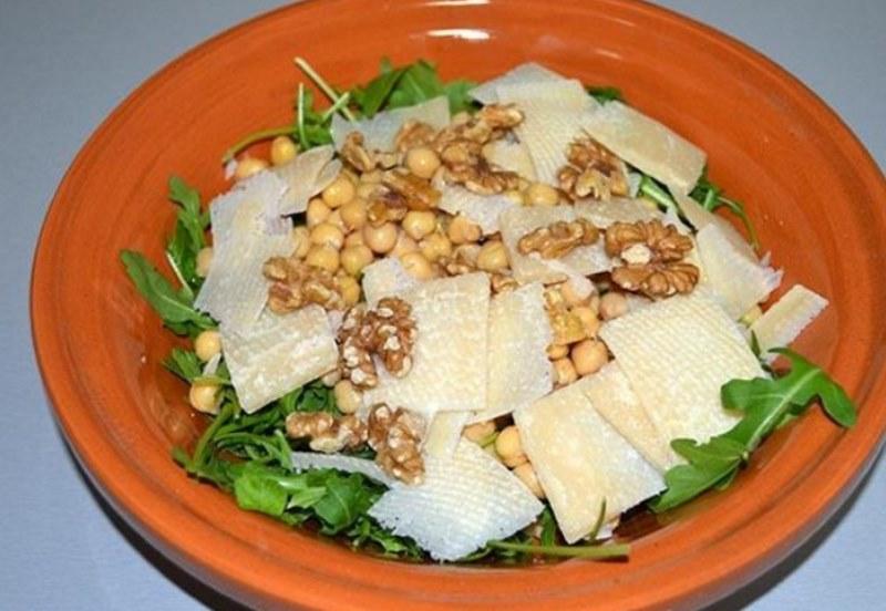 vkusnyj-salat-iz-rukkoly-5
